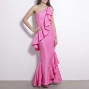 #001 Розовое длинное платье на одно плечо с воланами.